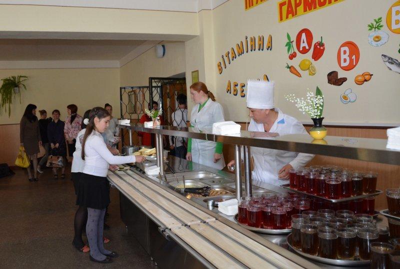 У Чернівцях презентували нову систему харчування в школах - «шведський стіл» (фото) - фото 1