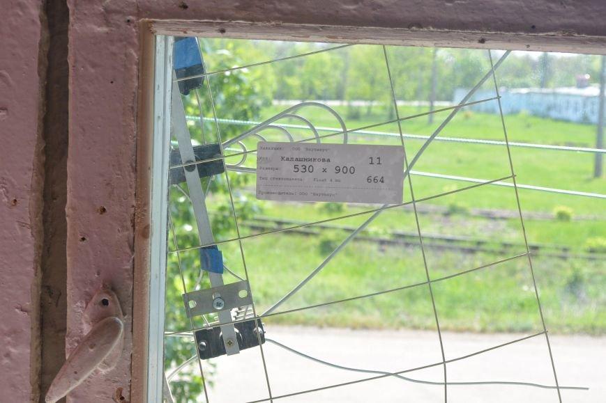 В енакиевском терцентре заменят разбитые стекла, фото-3