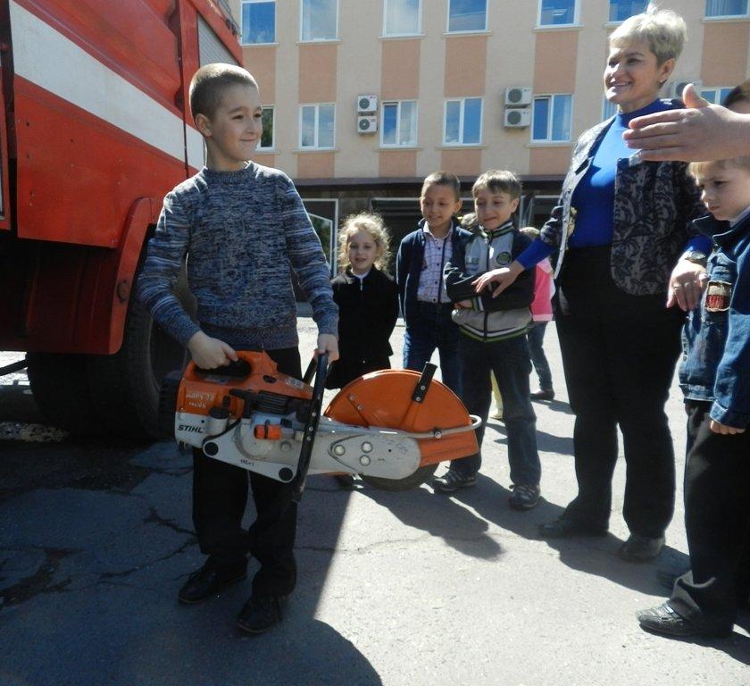 К херсонских спасателей на экскурсию приехали дети (фото) - фото 3