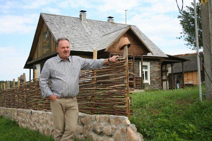 В Кореличском районе предприниматель создал деревню, аналогов которой в Беларуси еще нет (фото) - фото 1