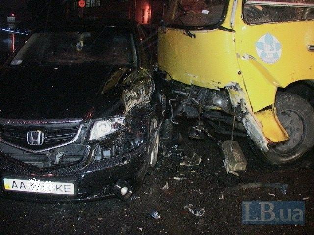 В Киеве маршрутка протаранила автомобиль Honda Accord (ФОТО) (фото) - фото 1
