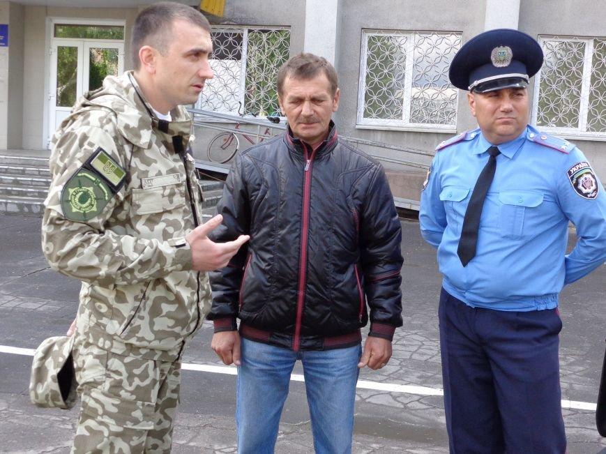 Добровольцы и милиция Красноармейска объединят свои силы ради защиты граждан (фото) - фото 1
