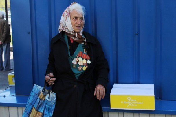 Более пяти с половиной тысяч ветеранов Макеевки получат подарки от Рината Ахметова (фото) - фото 2