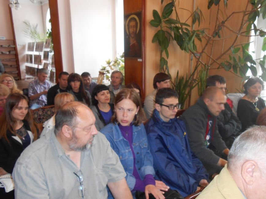 Днепродзержинцы побывали на творческой встрече с поэтом Сергеем Злючим (фото) - фото 3