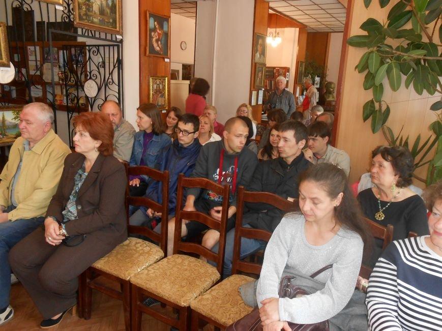 Днепродзержинцы побывали на творческой встрече с поэтом Сергеем Злючим (фото) - фото 2
