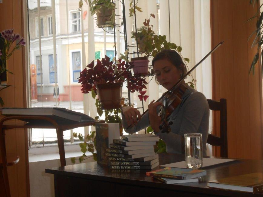 Днепродзержинцы побывали на творческой встрече с поэтом Сергеем Злючим (фото) - фото 4