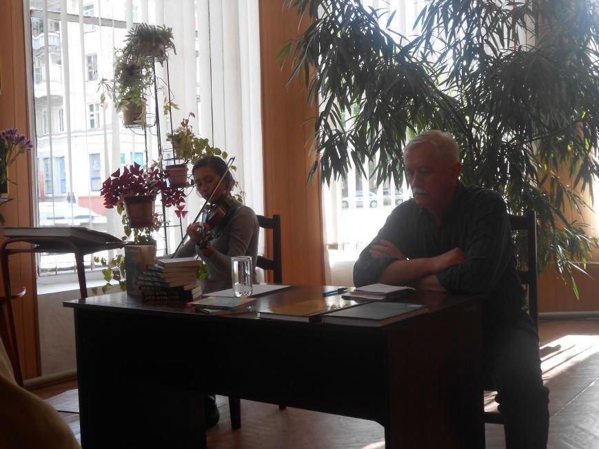 Днепродзержинцы побывали на творческой встрече с поэтом Сергеем Злючим (фото) - фото 5