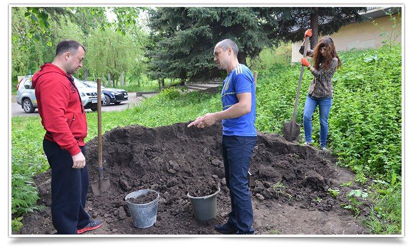 В Славянске день субботников. Первыми начали активисты «Гуртом Славянск» (фото) - фото 2