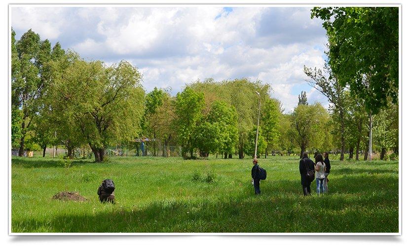 В Славянске день субботников. Первыми начали активисты «Гуртом Славянск» (фото) - фото 6