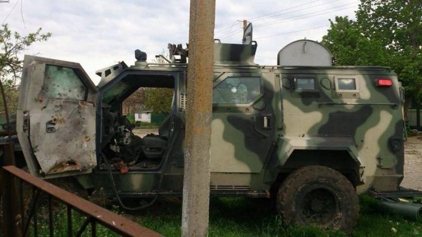 Бронированный автомобиль «Азова», отобранный у боевиков, отправили в ремонт (ФОТО), фото-1
