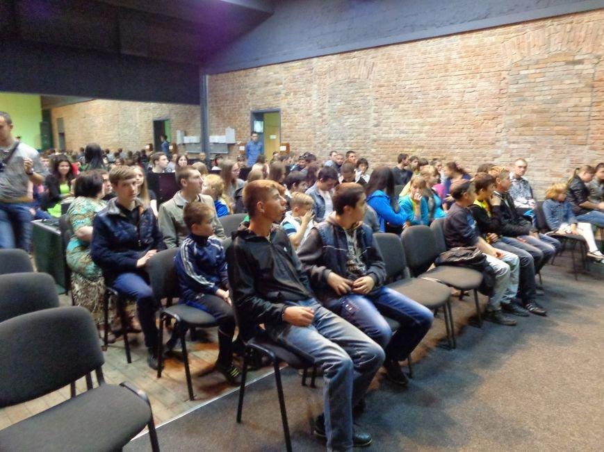 «Я ВЫБИРАЮ ЖИТЬ»: в Красноармейске прошел благотворительный концерт MC Вэла (фото) - фото 2