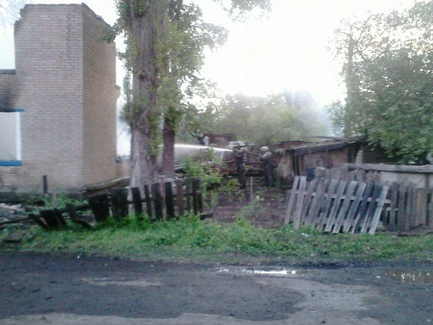 В Кривом Роге в жилом доме после взрыва газовых баллонов спасатели под завалами пытаются найти тела (ФОТО) (фото) - фото 1