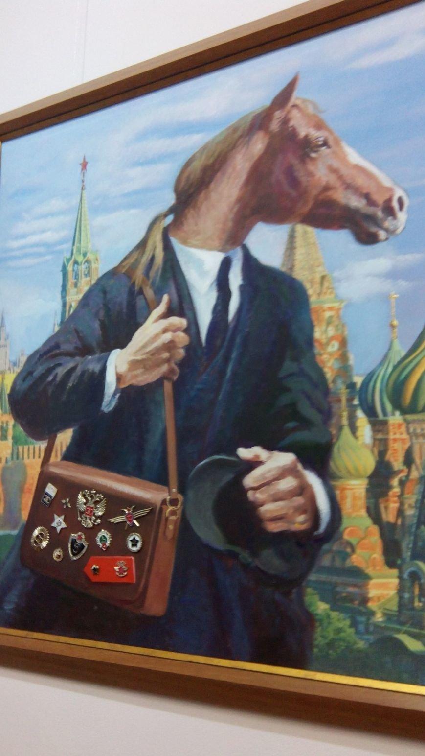 Ночью в днепропетровский музее обезьяна спряталась за красным знаменем, а смерть предлагала сыграть в шахматы (ФОТО) (фото) - фото 1