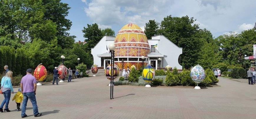 Двометрові писанки приїхали до Коломиї (ФОТО+ВІДЕО) (фото) - фото 1