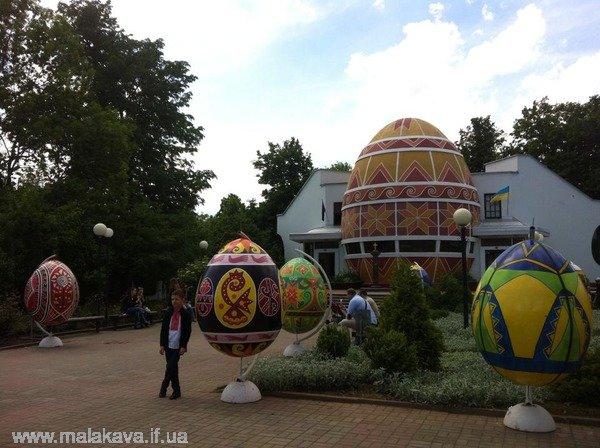 Двометрові писанки приїхали до Коломиї (ФОТО+ВІДЕО) (фото) - фото 4
