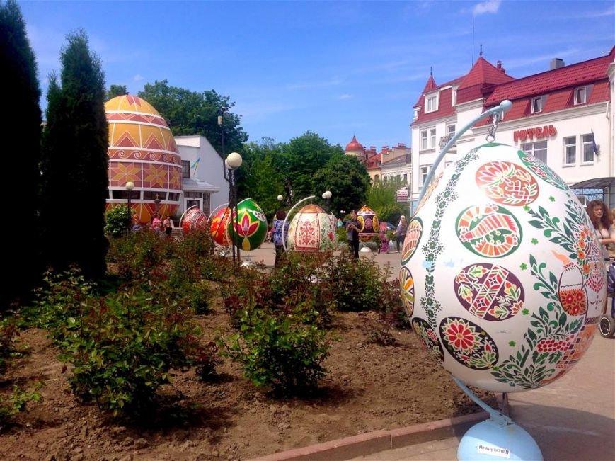 Двометрові писанки приїхали до Коломиї (ФОТО+ВІДЕО) (фото) - фото 2