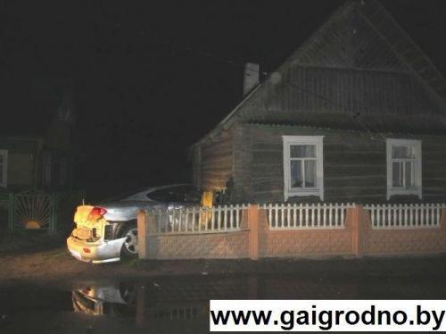 В Островецком районе пьяная литовка разогналась до 140 км\ч и врезалась в дом, сдвинув его на 1 метр. (фото) - фото 3