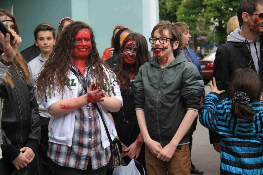Сумчане встретили День Европы «зомби-апокалипсисом» (ФОТООТЧЕТ), фото-1