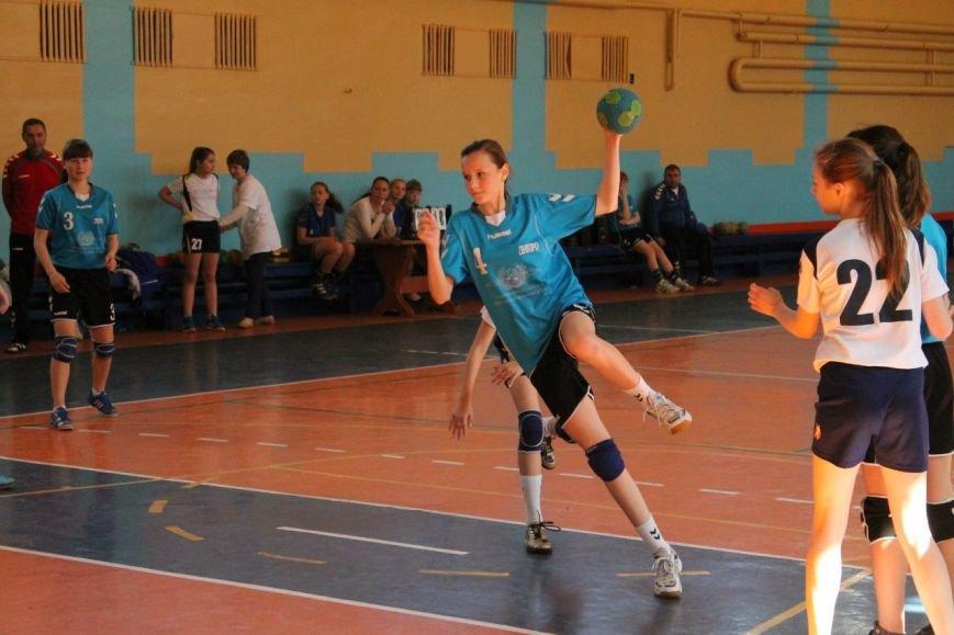 Днепродзержинские гандболистки заняли второе место на чемпионате области (фото) - фото 3