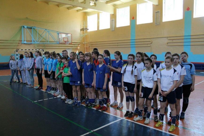 Днепродзержинские гандболистки заняли второе место на чемпионате области (фото) - фото 4