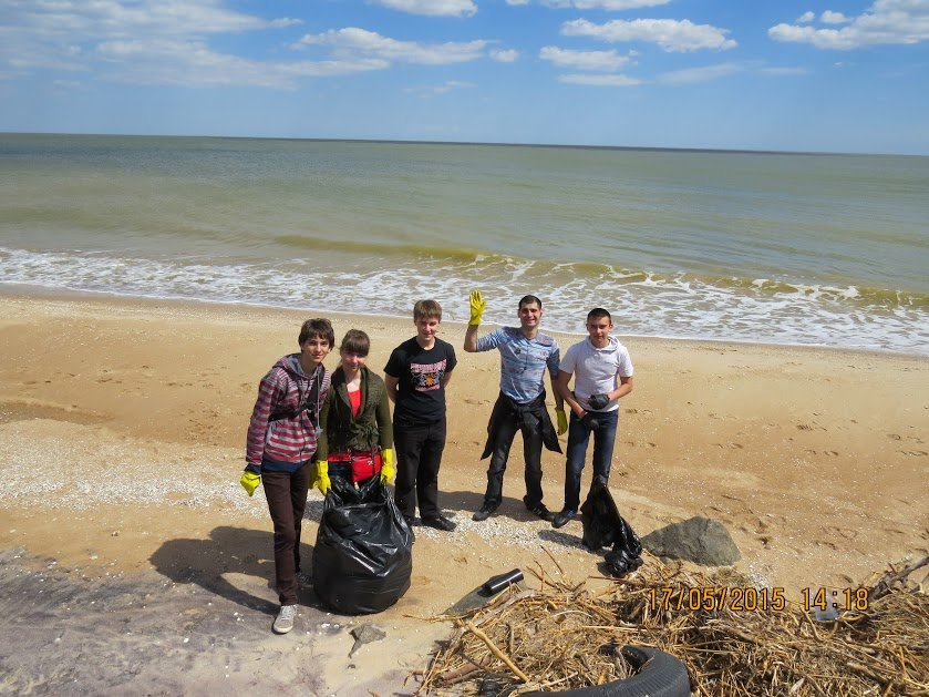 Молодежь Мариуполя убрала территорию пляжа (ФОТО), фото-3