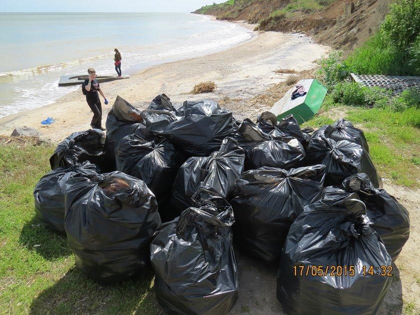 Молодежь Мариуполя убрала территорию пляжа (ФОТО), фото-6