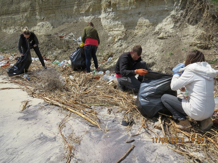 Молодежь Мариуполя убрала территорию пляжа (ФОТО), фото-4