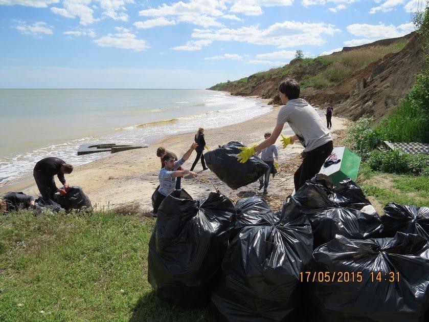 Молодежь Мариуполя убрала территорию пляжа (ФОТО), фото-7
