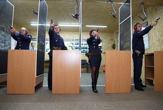 Працівники слідчого управління та УБОЗу склали заліки із професійної підготовки (фото) - фото 3