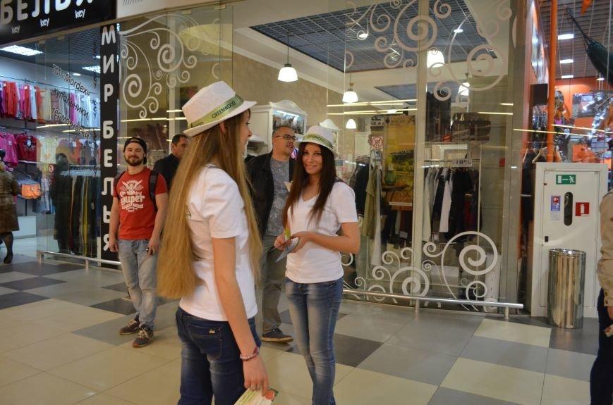 В торговом центре Симферополя молодежь неожиданно замерла на 30 секунд (ФОТО), фото-7