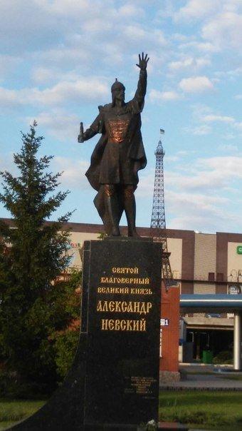 В Харькове кто-то украл меч с памятника Александра Невскому (ФОТОФАКТ) (фото) - фото 1