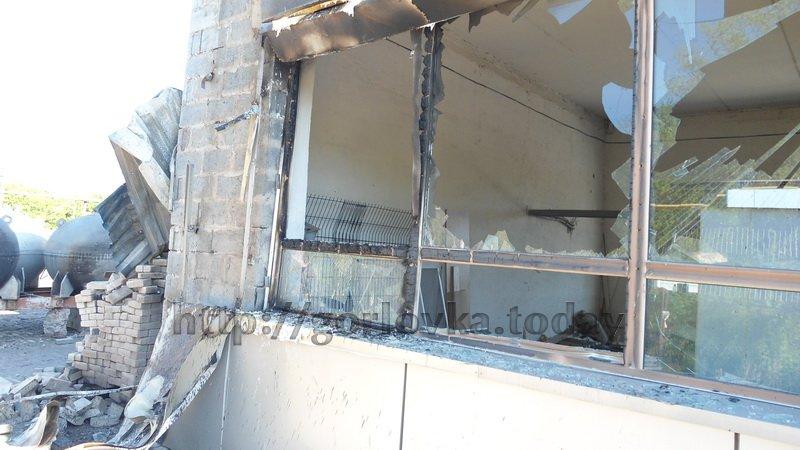 Поседствия взрыва на горловской автозаправке (фото) (фото) - фото 4