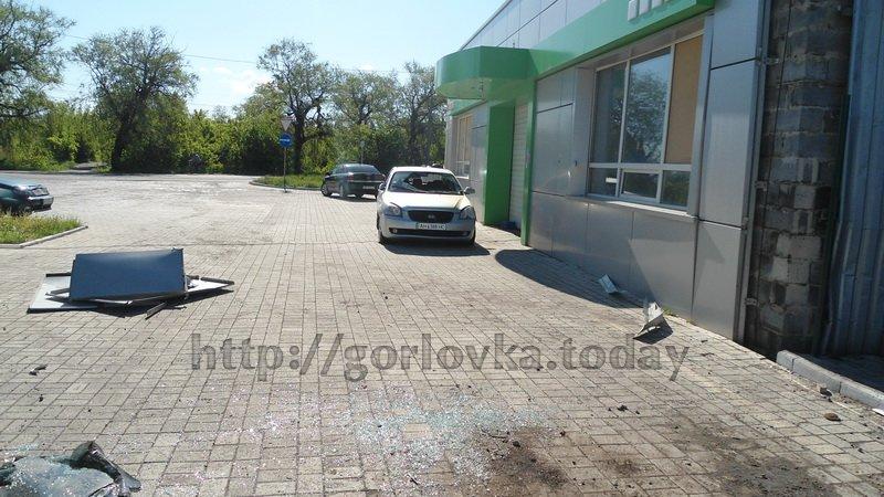 Поседствия взрыва на горловской автозаправке (фото) (фото) - фото 1