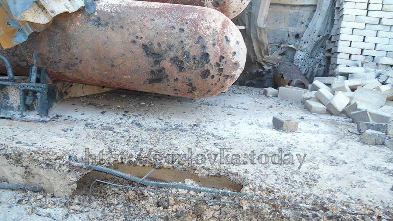 Поседствия взрыва на горловской автозаправке (фото) (фото) - фото 3