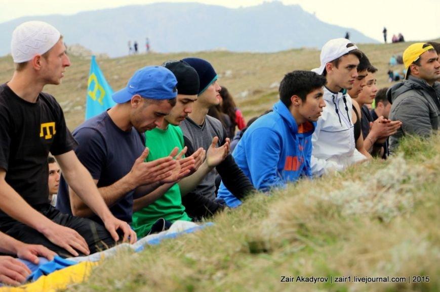 Накануне Дня депортации более 3 тысяч крымских татар поднялись на Чатыр-Даг, скандируя «Народ! Родина! Крым!» (ФОТОРЕПОРТАЖ), фото-16