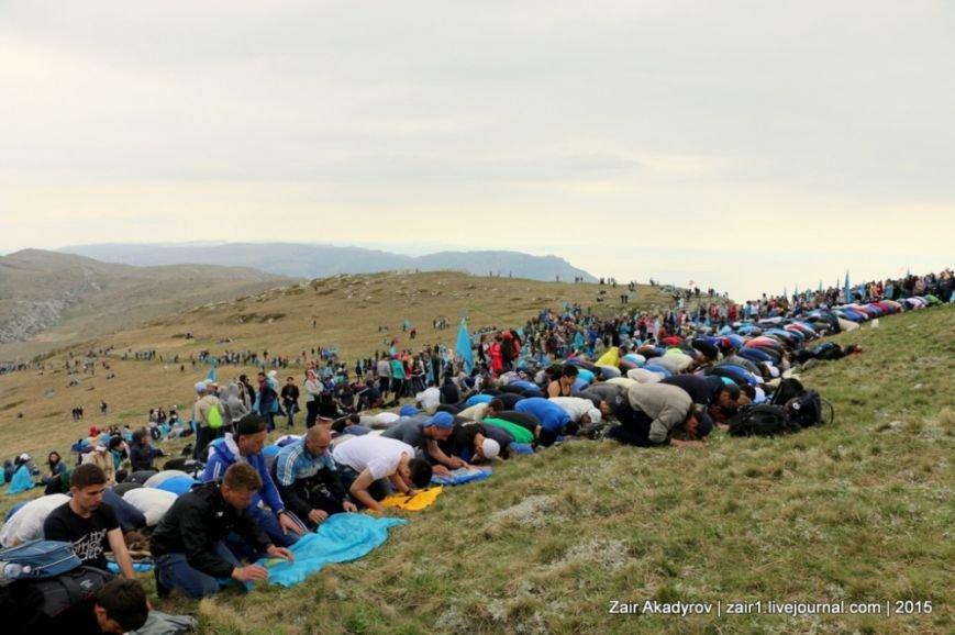 Накануне Дня депортации более 3 тысяч крымских татар поднялись на Чатыр-Даг, скандируя «Народ! Родина! Крым!» (ФОТОРЕПОРТАЖ), фото-15