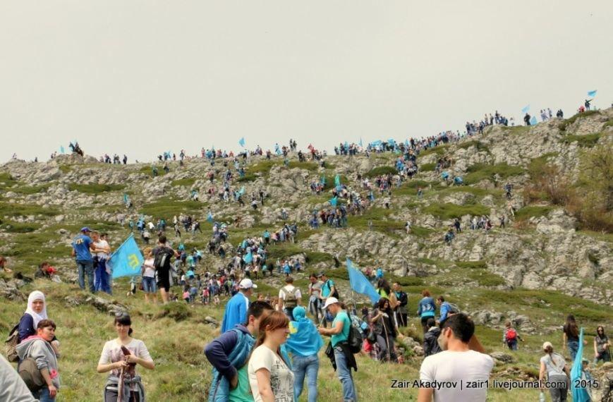 Накануне Дня депортации более 3 тысяч крымских татар поднялись на Чатыр-Даг, скандируя «Народ! Родина! Крым!» (ФОТОРЕПОРТАЖ), фото-9