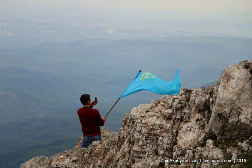 Накануне Дня депортации более 3 тысяч крымских татар поднялись на Чатыр-Даг, скандируя «Народ! Родина! Крым!» (ФОТОРЕПОРТАЖ), фото-18