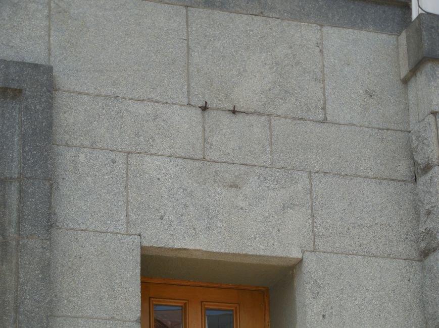 Харьковский горсовет: советские ордена со здания сняли во исполнения указа президента (ФОТОФАКТ) (фото) - фото 1