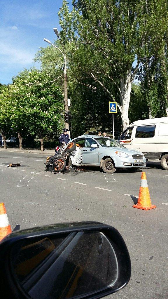 В результате ДТП в Кривом Роге, мотоциклист получил многочисленные переломы и закрытую черепно-мозговую травму(ФОТО) (фото) - фото 1