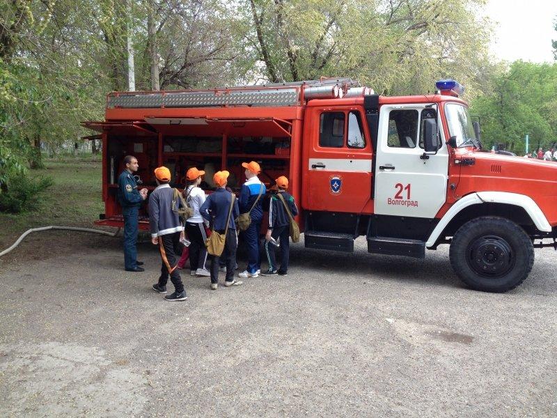 Перед летними каникулами школьники побывали на экскурсии у волгоградских пожарных, фото-4