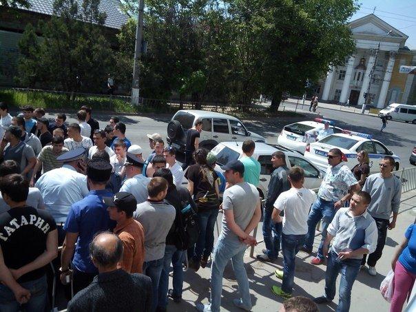 В Симферополе крымские татары провели автопробег. На выезде из города участников встретил ОМОН (ФОТО, ВИДЕО), фото-3