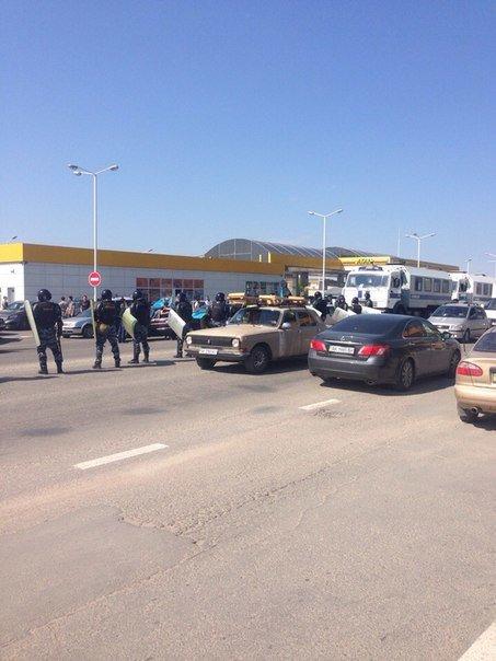 В Симферополе крымские татары провели автопробег. На выезде из города участников встретил ОМОН (ФОТО, ВИДЕО), фото-8