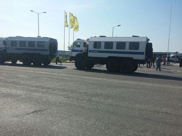 В Симферополе крымские татары провели автопробег. На выезде из города участников встретил ОМОН (ФОТО, ВИДЕО), фото-12
