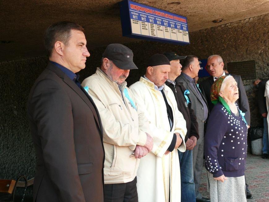 На автовокзале Ялты открыли мемориальную доску в память о жертвах депортации (ФОТО) (фото) - фото 2