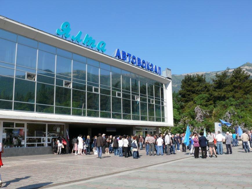 На автовокзале Ялты открыли мемориальную доску в память о жертвах депортации (ФОТО) (фото) - фото 1