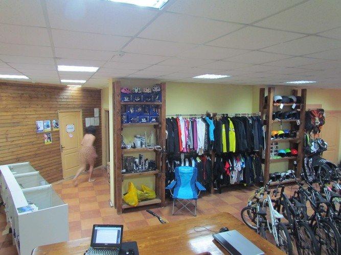 Фотофакт: в магазине в центре Гродно бегал голый мужчина (фото) - фото 1