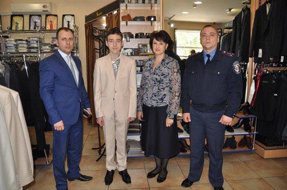 Воронин сшил костюм николаевскому выпускнику (ФОТОФАКТ) (фото) - фото 2