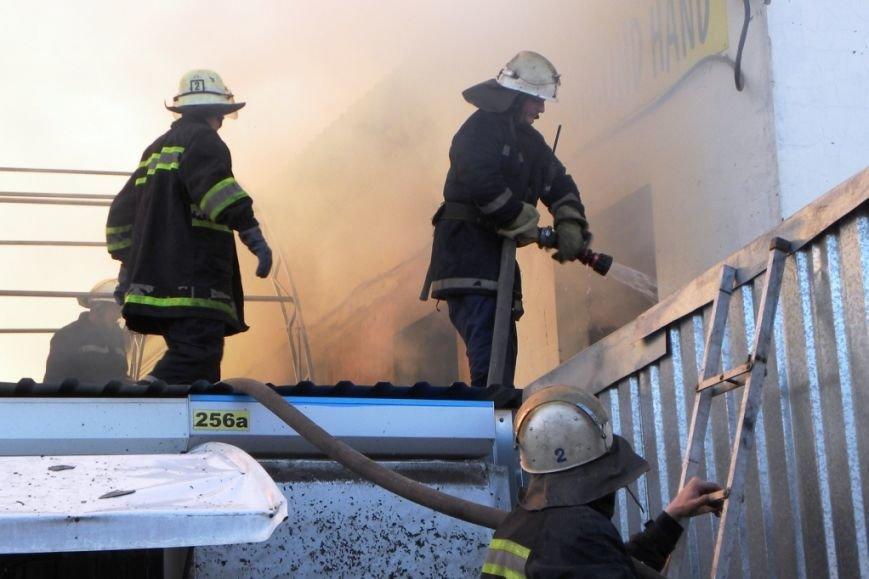 В Чернигове загорелся Центральный рынок (ДОПОЛНЕНО) (фото) - фото 1