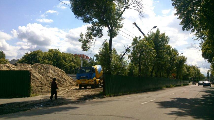 Теперь, чтобы пройти по улице Красина, пешеходам придётся отрастить крылья (фотофакт), фото-1